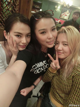 Snsd Hyoyeon and Chinese model Wang Ruoyi