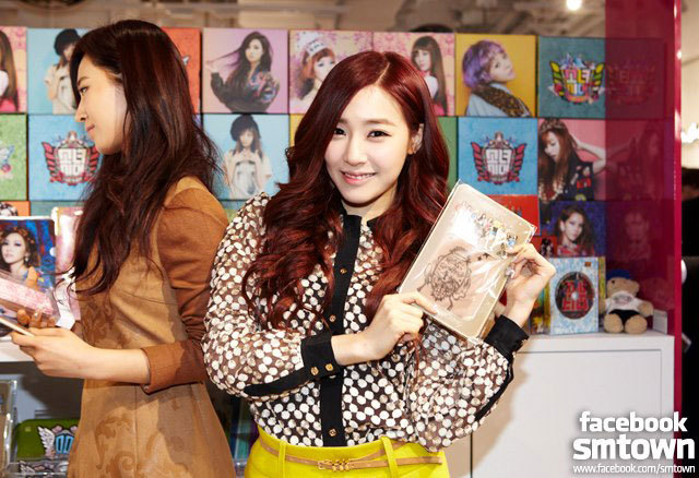 Snsd Tiffany SMTown pop up store
