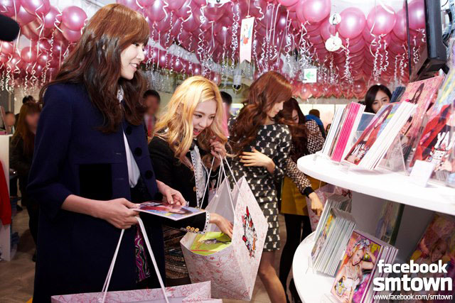 Snsd SMTown pop up store