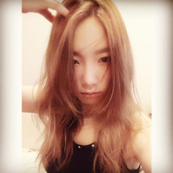 SNSD Taeyeon hairstyle Instagram selca
