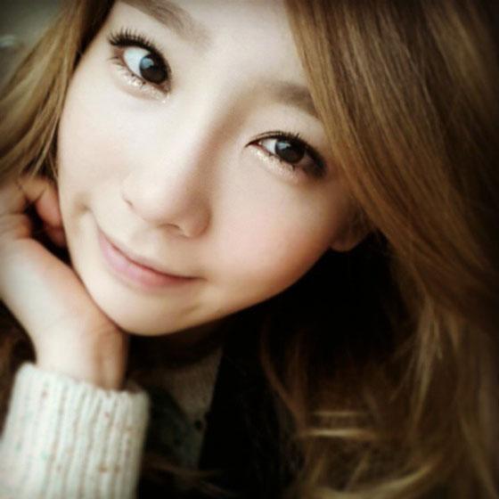 SNSD Taeyeon closeup Instagram selca