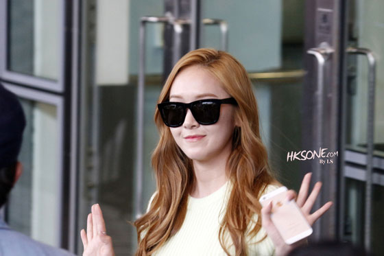 SNSD Jessica Hong Kong airport style