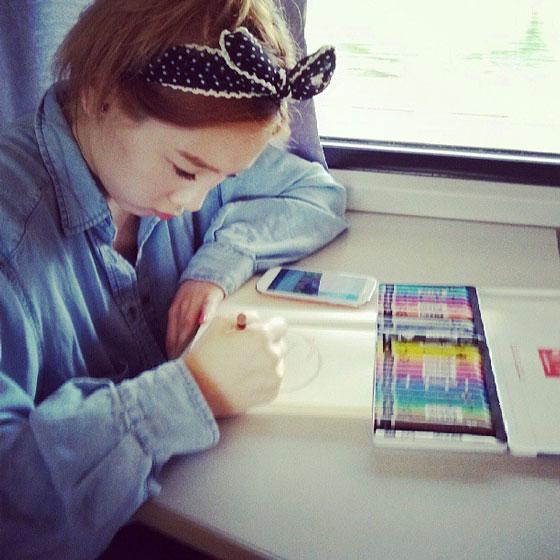 SNSD Taeyeon working Instagram selca