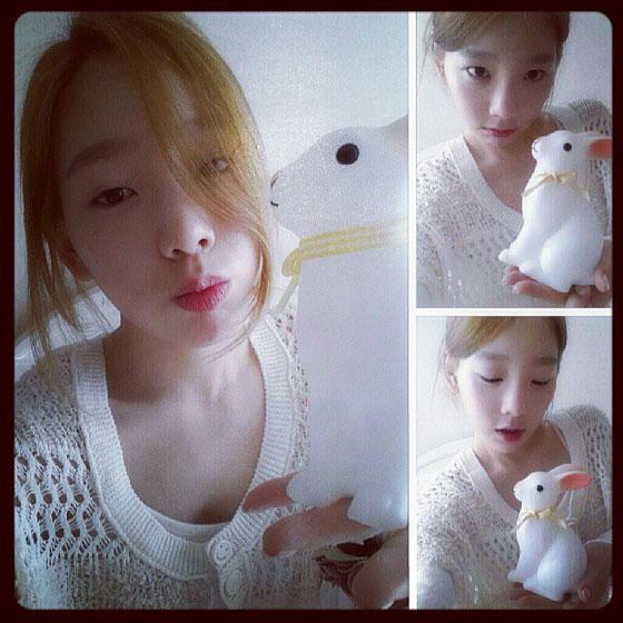SNSD Taeyeon white bunny selca