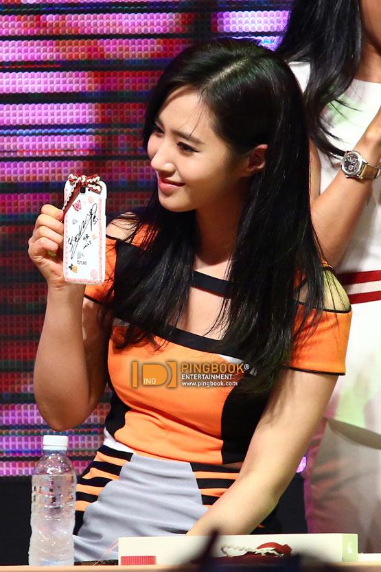 SNSD Yuri Thailand TrueMove H