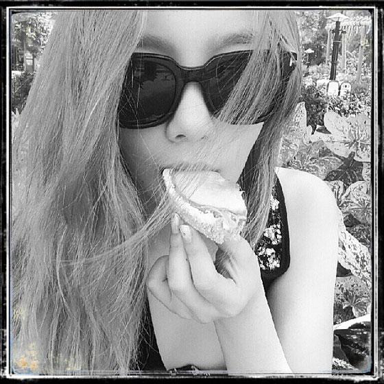 SNSD Taeyeon foodie Instagram selca