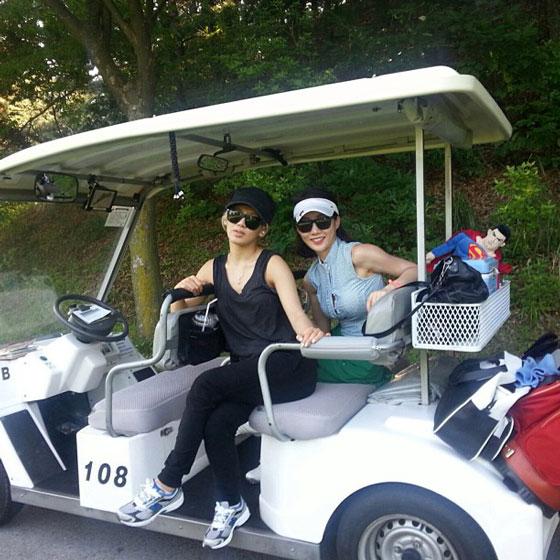 SNSD Hyoyeon learns golfing Instagram