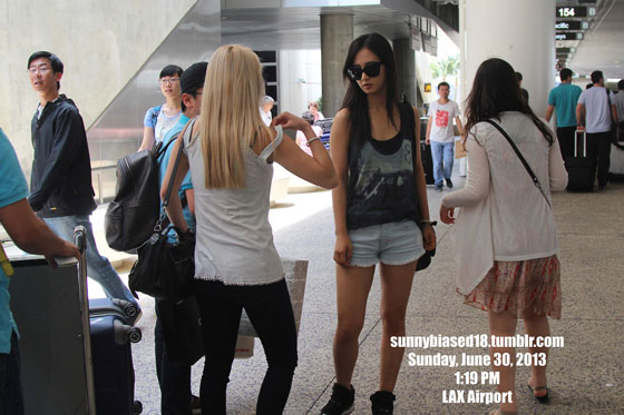 SNSD Hyoyeon Yuri Los Angeles Airport