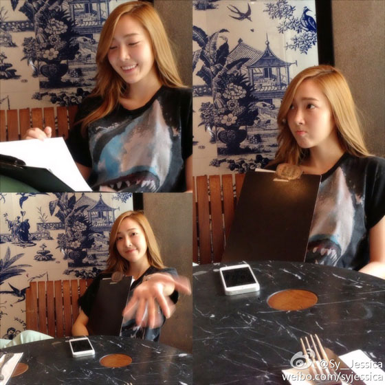 SNSD Jessica restaurant Weibo selca