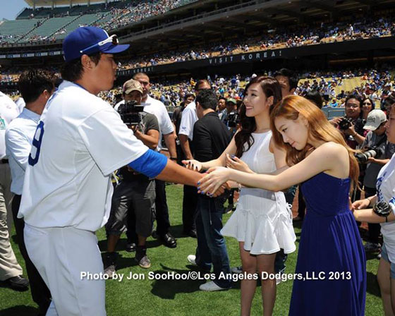 SNSD Taeyeon Tiffany Los Angeles Dodgers