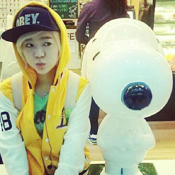 SNSD Sunny Snoopy Instagram selca
