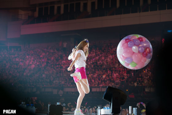 SNSD Taeyeon balloon kick in Taipei