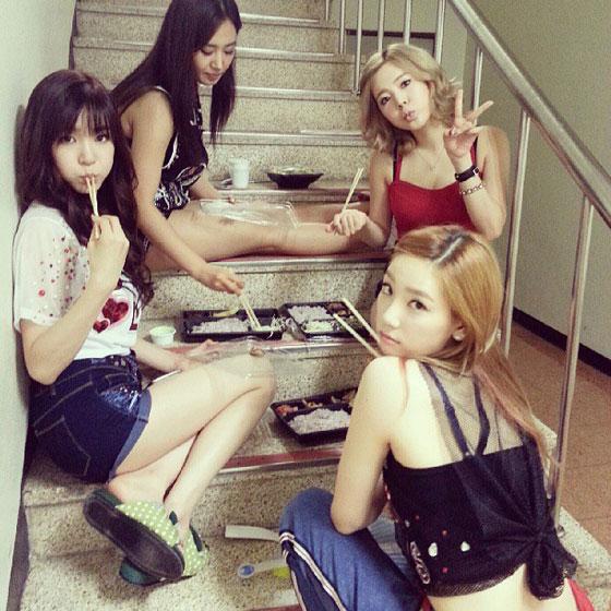 SNSD Taeyeon members Instagram selca