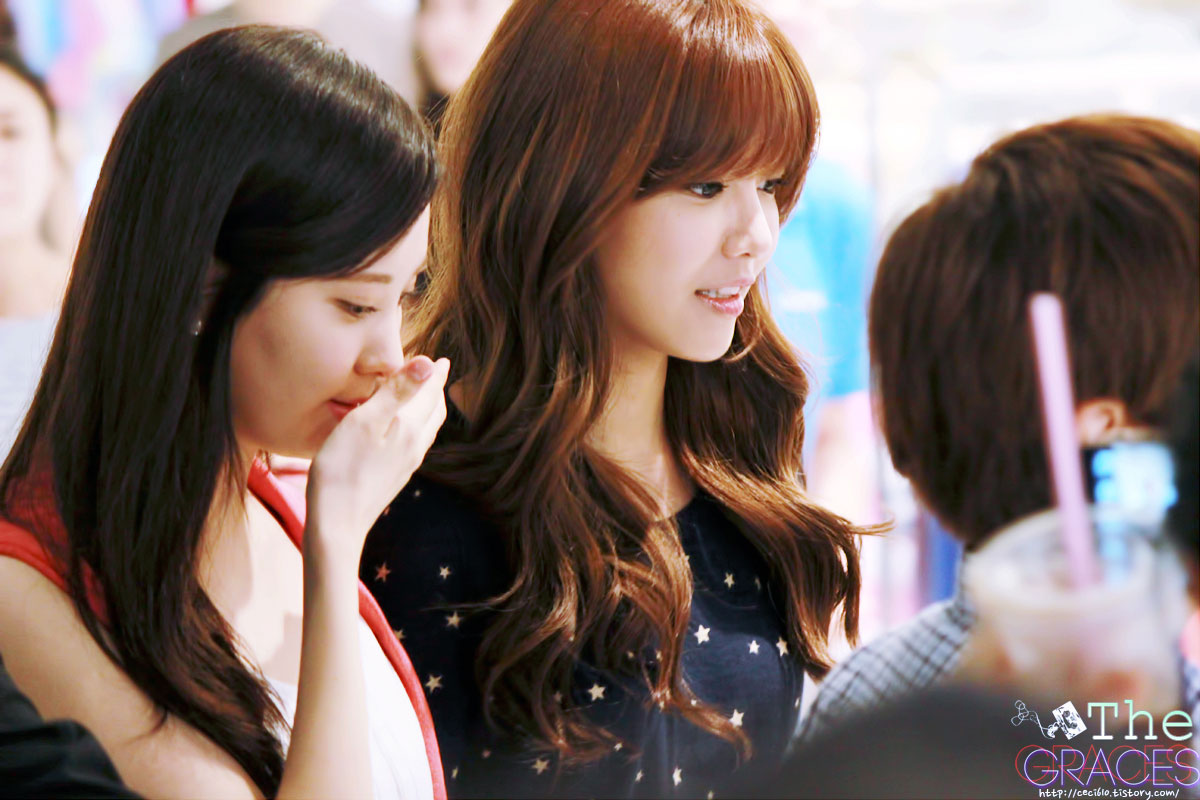 Seohyun & Sooyoung Tommy Hilfiger fansign event