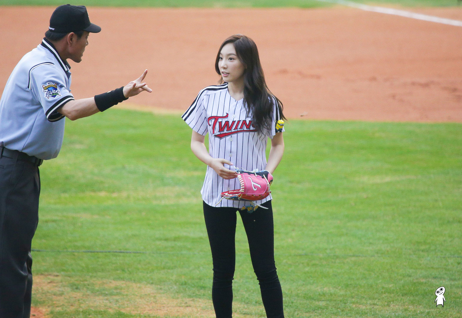 Taeyeon throws first pitch