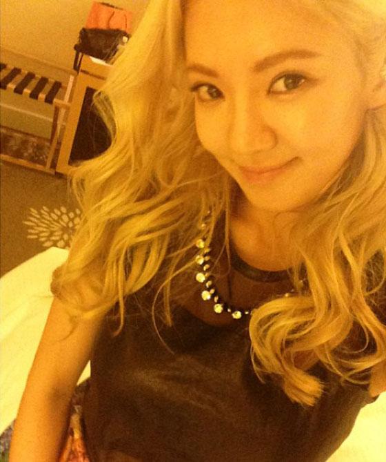 SNSD Hyoyeon hairstyle Instagram selca