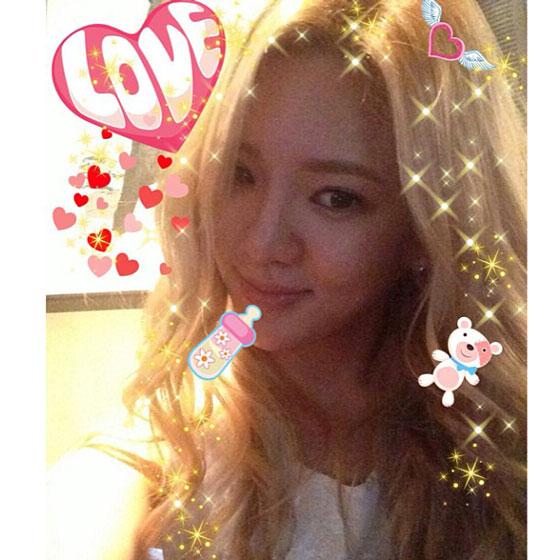 SNSD Hyoyeon Photoshop Instagram selca