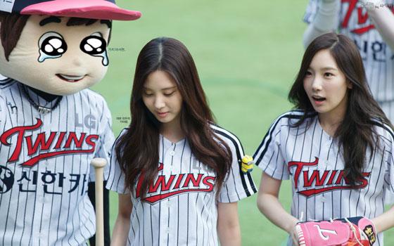 Taeyeon Seohyun LG Twins baseball game