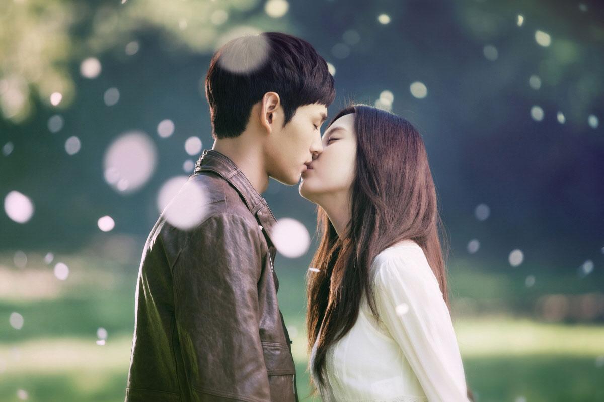Seohyun kisses boyfriend