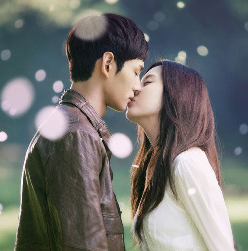 SNSD Seohyun Passionate Love kiss