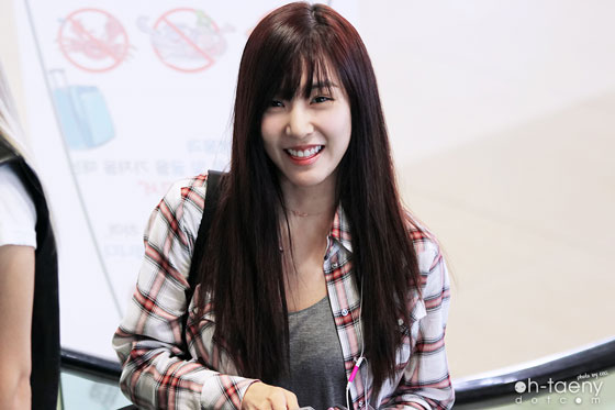SNSD Tiffany cute airport fashion