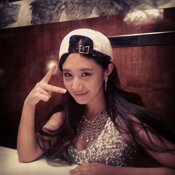 SNSD Yuri restaurant Instagram selca