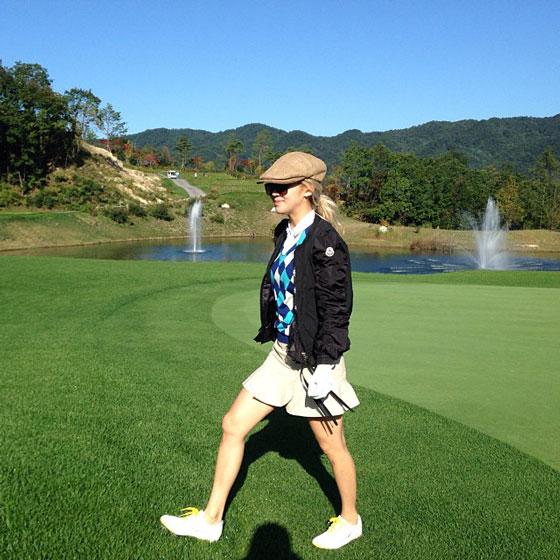 SNSD Hyoyeon golfing Instagram selca