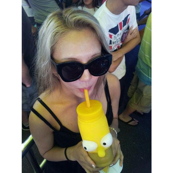 SNSD Hyoyeon drinking Instagram selca