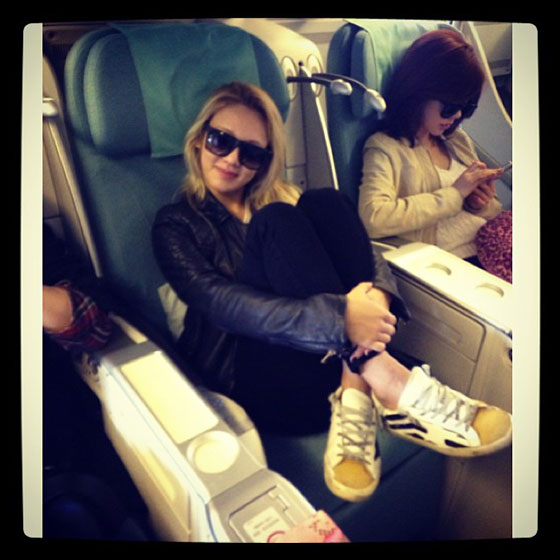 SNSD Hyoyeon airplane Instagram selca
