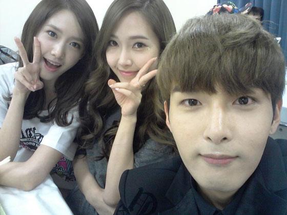 Ryeowook Jessica Yoona Twitter selca