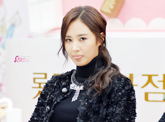 SNSD Yuri Lotte Department Store fansign