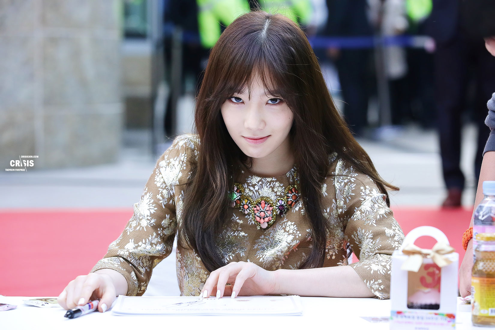 taeyeon lotte department store fansign snsd pics