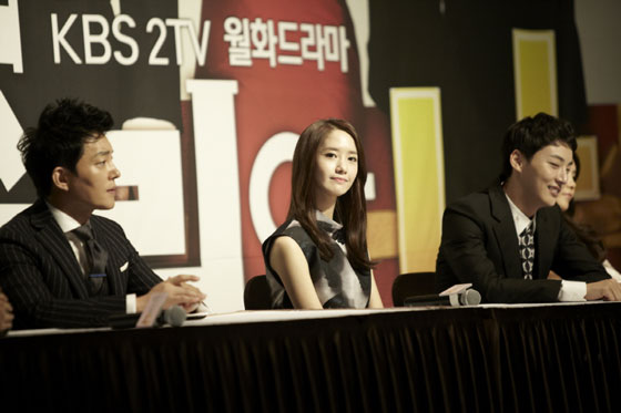 SNSD Yoona Prime Minister press conference