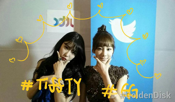 SNSD Taeyeon Tiffany Golden Disk 2014 backstage
