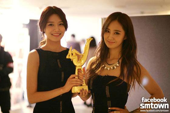 SNSD Sooyoung Yuri Golden Disk Awards 2014