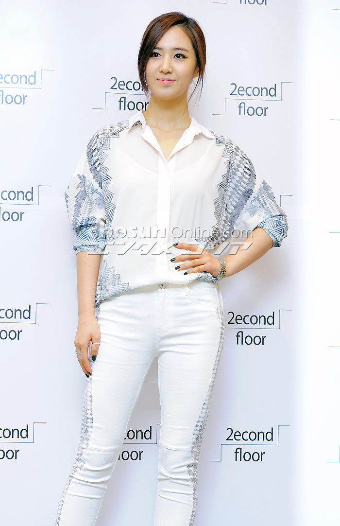 SNSD Yuri 2econd Floor fashion store