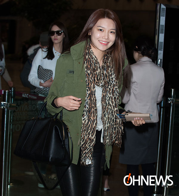 SNSD Sooyoung Gimpo Airport fashion 140301