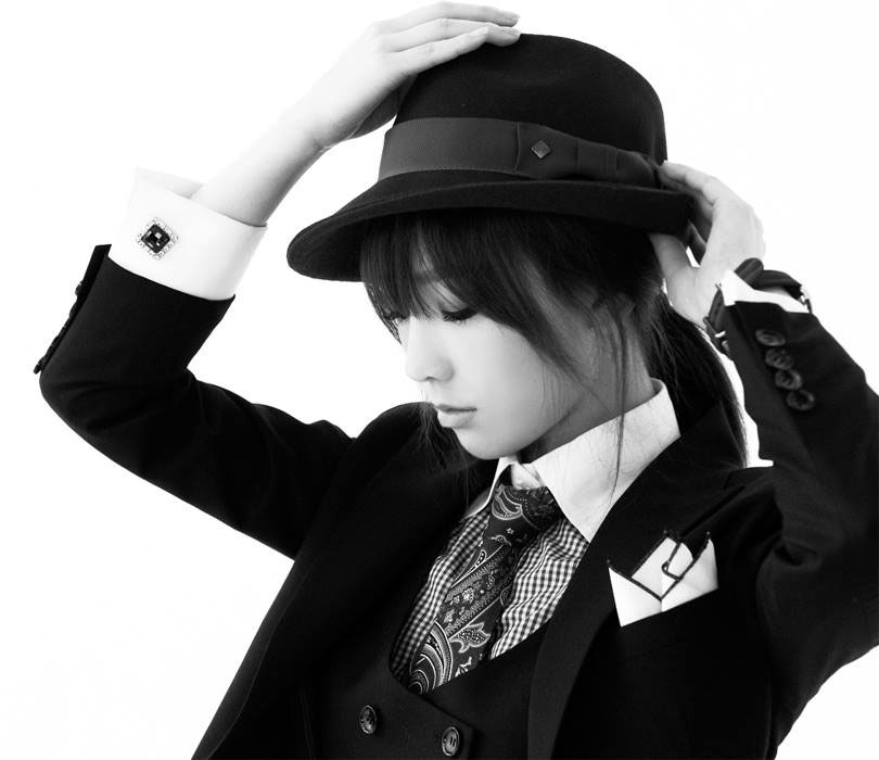 SNSD Taeyeon Mr Mr black white