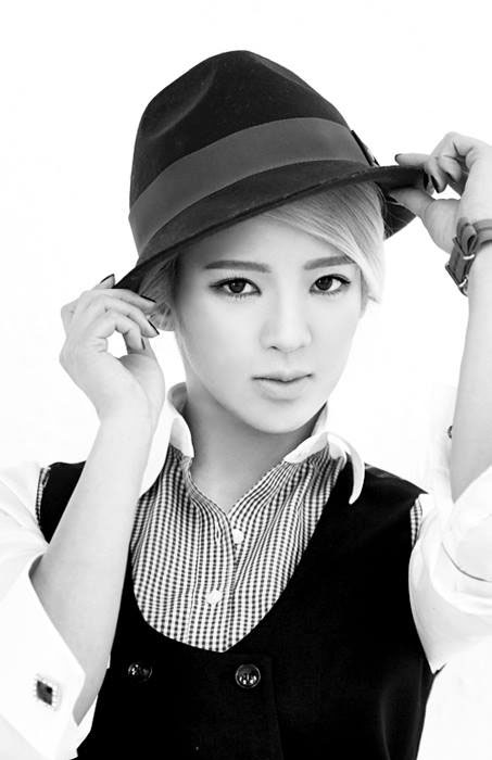 SNSD Hyoyeon Mr Mr black white