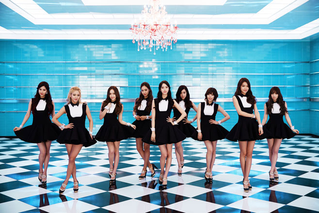 SNSD Mr Mr black white dress