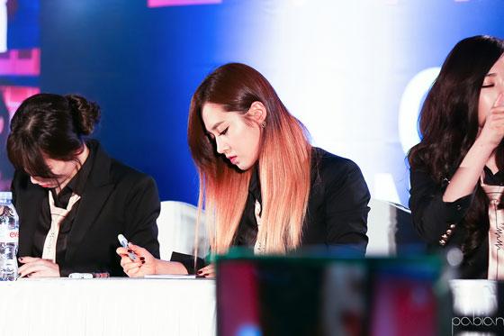 SNSD Yuri MrMr Cheonggye Plaza fansign