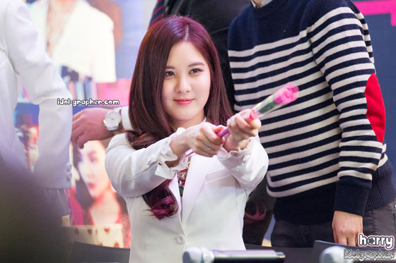 SNSD Seohyun MrMr IFC Mall fansign event