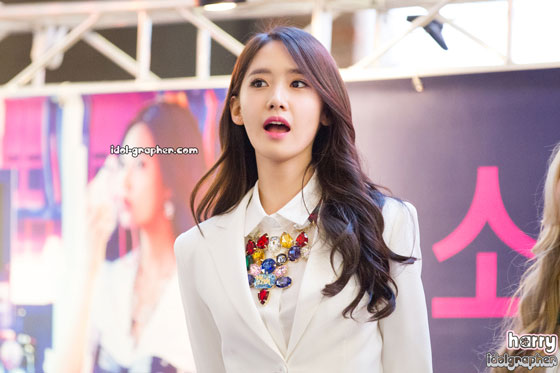 SNSD Yoona MrMr IFC Mall fansign event