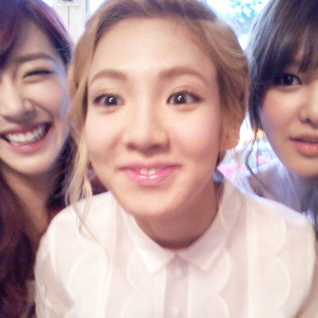 SNSD Hyoyeon birthday selca with Sooyoung Tiffany