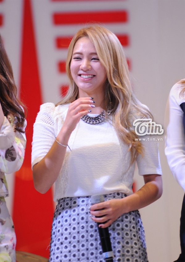 SNSD Hyoyeon Lotte Department Store Vietnam opening