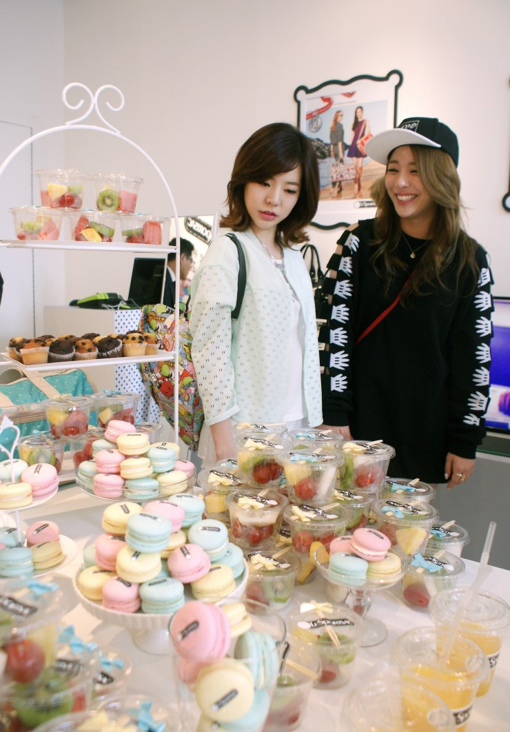 SNSD Sunny LeSportsac pop up store