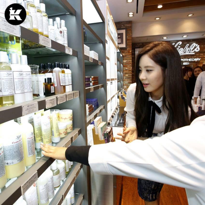 SNSD Seohyun Kiehls store visit