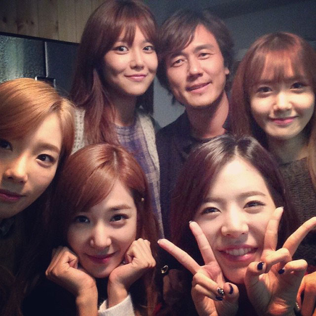 SNSD members Spring Days filming set