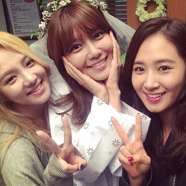 Hyoyeon Yuri Spring Days filming set