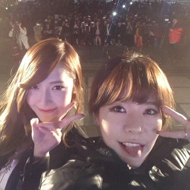 SNSD Sunny Jessica Instagram selca